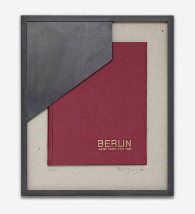 Pfarr, Paul - o.T. (rote Mappe Berlin, Haupstadt der DDR) - 1994